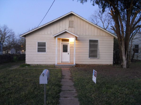 2 bed 1 bath Single Family at 711 Elba St Bowie, TX, 76230 is for sale at 32k - 1 of 14