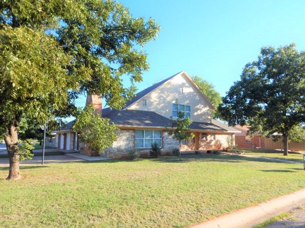 4 bed 3 bath Single Family at 1401 Avondale St Sweetwater, TX, 79556 is for sale at 210k - 1 of 33