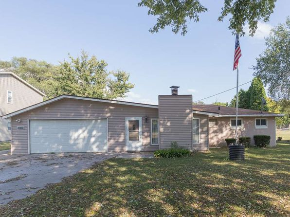 3 bed 1 bath Single Family at 14107 113th Ave Davenport, IA, 52804 is for sale at 130k - 1 of 21