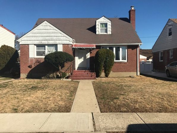 4 bed 2 bath Single Family at 111 Jean Ave Hempstead, NY, 11550 is for sale at 215k - 1 of 7