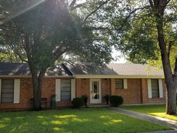 3 bed 2 bath Single Family at 212 Crestwood Dr Fredericksburg, TX, 78624 is for sale at 297k - 1 of 20