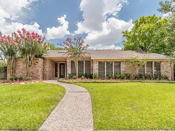 5 bed 4 bath Single Family at 8011 Candle Ln Houston, TX, 77071 is for sale at 319k - 1 of 21
