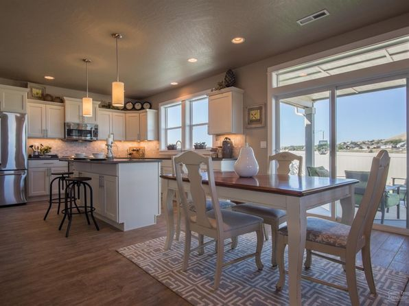 4 bed 2.5 bath Single Family at 1954 NE Cliff Dr Bend, OR, 97701 is for sale at 527k - google static map
