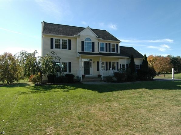 5 bed 3 bath Single Family at 8 Windsor Pl Hackettstown, NJ, 07840 is for sale at 425k - 1 of 25