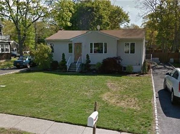 3 bed 2 bath Single Family at 1057 Waverly Ave Holtsville, NY, 11742 is for sale at 259k - 1 of 5