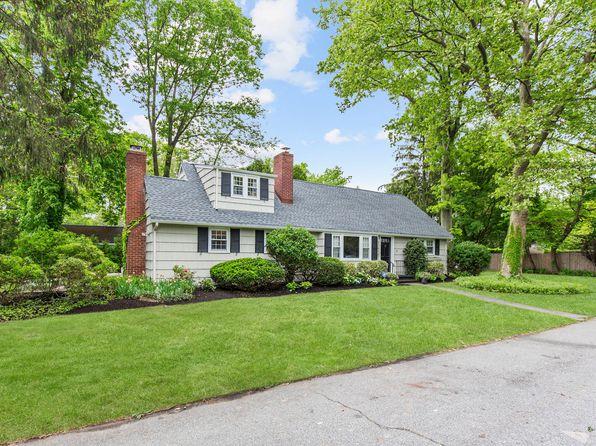 5 bed 4 bath Single Family at 1 Bardwell Ln Huntington, NY, 11743 is for sale at 699k - 1 of 14