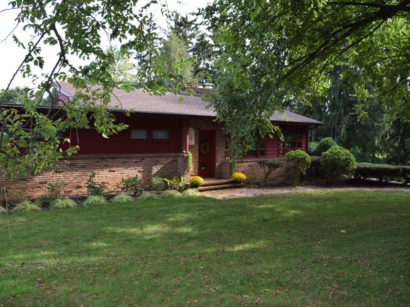 4 bed 2 bath Single Family at 1707 Golf Rd Reading, PA, 19601 is for sale at 285k - 1 of 17