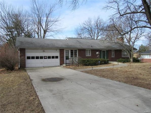 4 bed 3 bath Single Family at 4 Frontenac Pl Godfrey, IL, 62035 is for sale at 165k - 1 of 26