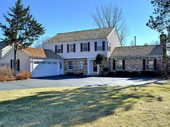 4 bed 3 bath Single Family at 1077 Coventry Dr Lake Forest, IL, 60045 is for sale at 594k - 1 of 23