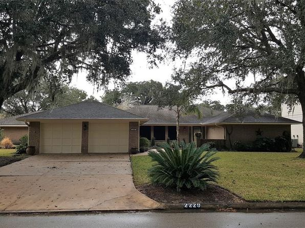 4 bed 4 bath Single Family at 2229 Lake Forrest Dr West Columbia, TX, 77486 is for sale at 259k - 1 of 27