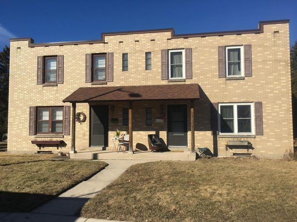 2 bed 1 bath Condo at 450 W Grand Ave Port Washington, WI, 53074 is for sale at 120k - 1 of 12