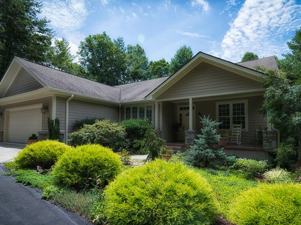 3 bed 3 bath Single Family at 1601 High Meadow Ln Hendersonville, NC, 28739 is for sale at 398k - 1 of 28