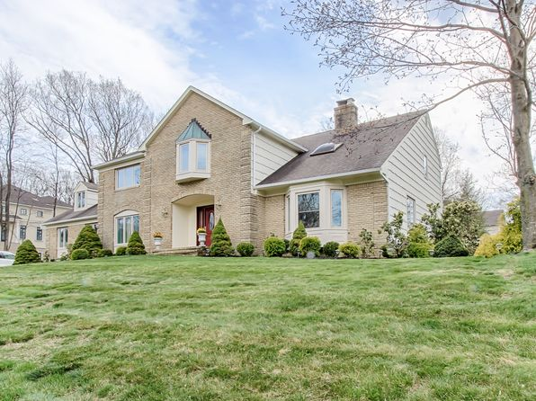 5 bed 3 bath Single Family at 1 Tulip Ln Denville, NJ, 07834 is for sale at 700k - 1 of 26