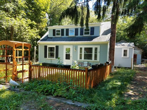 2 bed 1 bath Single Family at 1460 Santuit Newtown Rd Cotuit, MA, 02635 is for sale at 119k - 1 of 28