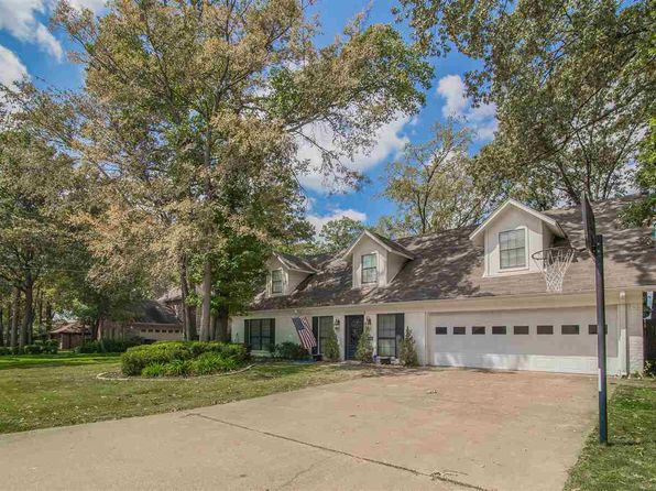 3 bed 3 bath Single Family at 1301 Tiffany Ln Longview, TX, 75604 is for sale at 175k - 1 of 16