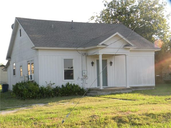 3 bed 1 bath Single Family at 101 W Huffman St Krum, TX, 76249 is for sale at 125k - 1 of 14