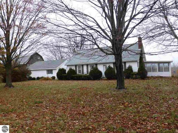 3 bed 3 bath Single Family at 8062 Lincoln Rd Beulah, MI, 49617 is for sale at 178k - 1 of 94