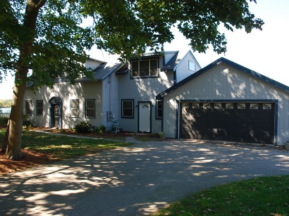 5 bed 3 bath Multi Family at 595 JERUSALEM RD COHASSET, MA, 02025 is for sale at 1.27m - 1 of 16