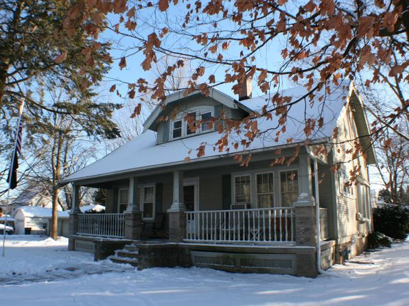 4 bed 2 bath Single Family at 1103 Maple St Grafton, WI, 53024 is for sale at 185k - 1 of 5