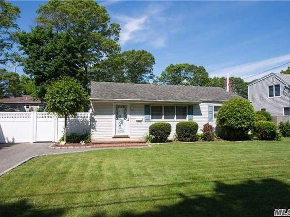 3 bed 1 bath Single Family at 10 Saint Joseph Ave Ronkonkoma, NY, 11779 is for sale at 289k - 1 of 16