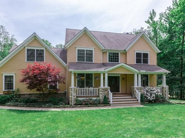 5 bed 3 bath Single Family at 13855 Montclair Dr Chardon, OH, 44024 is for sale at 400k - 1 of 35