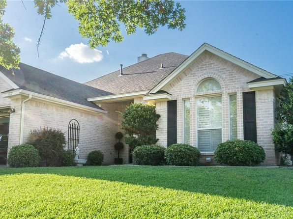 3 bed 2 bath Single Family at 1117 Blackbird Ct Burleson, TX, 76028 is for sale at 230k - 1 of 31