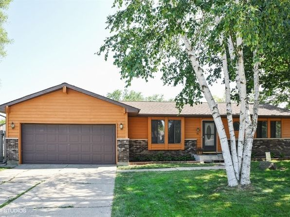 3 bed 2 bath Single Family at 15 Danbury Ct South Elgin, IL, 60177 is for sale at 209k - 1 of 14