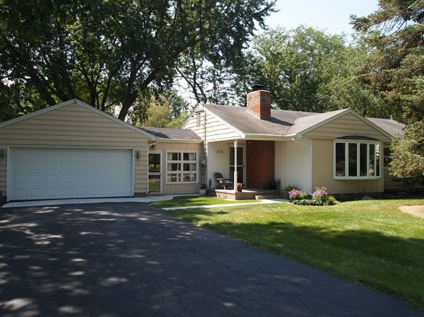 3 bed 2 bath Single Family at 2518 Sunset Dr Beloit, WI, 53511 is for sale at 138k - 1 of 15