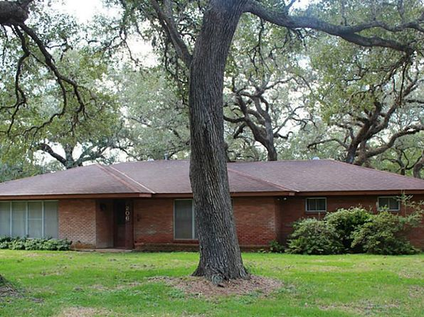 3 bed 2 bath Single Family at 206 King Dr Columbus, TX, 78934 is for sale at 195k - 1 of 10