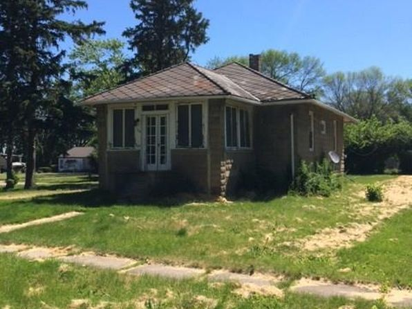 2 bed 1 bath Single Family at 206 Locust St Varna, IL, 61375 is for sale at 40k - 1 of 6