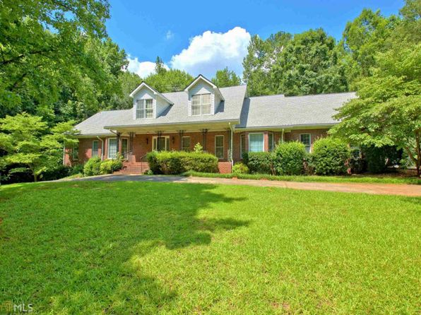 3 bed 2.5 bath Single Family at 2110 Castle Lake Dr Tyrone, GA, 30290 is for sale at 379k - 1 of 36
