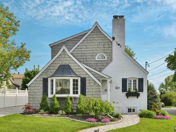 4 bed 3 bath Single Family at 29 Alger Ave Hasbrouck Heights, NJ, 07604 is for sale at 549k - 1 of 25