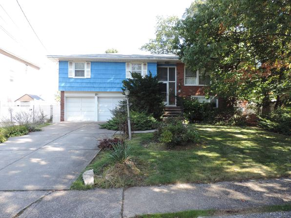 3 bed 3 bath Single Family at 15 Leverett Ct Staten Island, NY, 10308 is for sale at 600k - 1 of 9