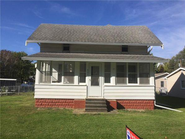 4 bed 2 bath Single Family at 607 13th St Dallas Center, IA, 50063 is for sale at 125k - google static map