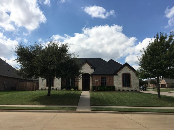 3 bed 2 bath Single Family at 802 Bent Wood Ln Cleburne, TX, 76033 is for sale at 228k - 1 of 39
