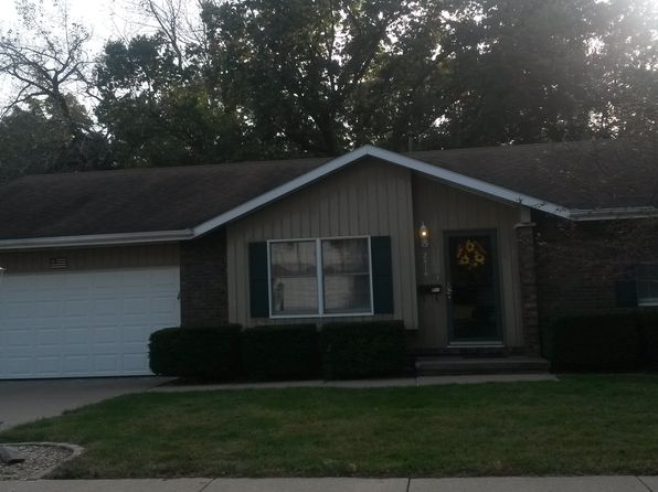 3 bed 2 bath Single Family at 2414 W Madera Ct Peoria, IL, 61614 is for sale at 185k - 1 of 19
