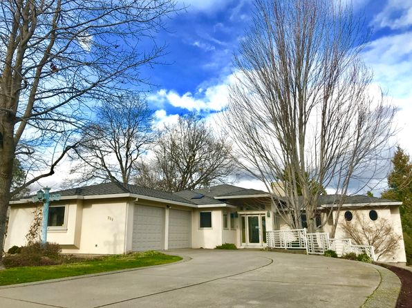 3 bed 2 bath Single Family at 900 CYPRESS POINT LOOP ASHLAND, OR, 97520 is for sale at 525k - 1 of 29