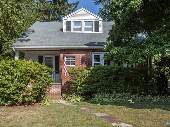 4 bed 2 bath Single Family at 34 Bergen Ave Hillsdale, NJ, 07642 is for sale at 449k - 1 of 22