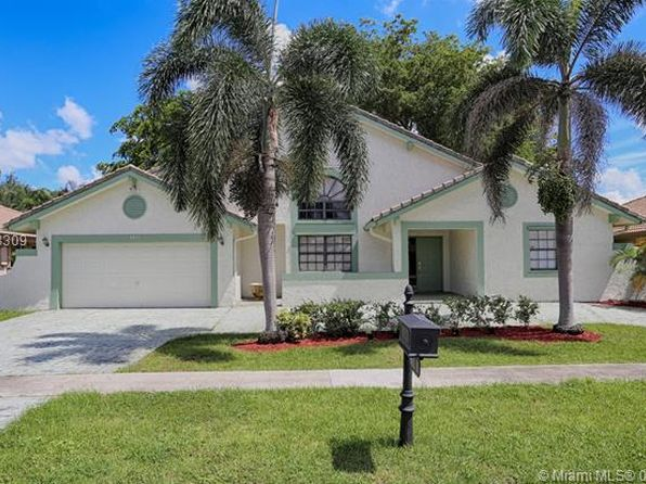 3 bed 2 bath Single Family at 9811 N Oak Knoll Cir Davie, FL, 33324 is for sale at 375k - 1 of 26