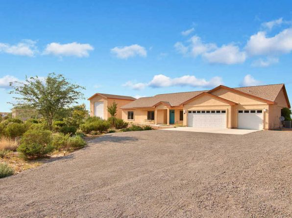 3 bed 2 bath Single Family at 8206 W Sun Dance Dr Queen Creek, AZ, 85142 is for sale at 440k - 1 of 37