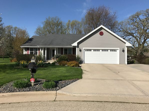 5 bed 3 bath Single Family at 111 Hillcrest Ct Columbus, WI, 53925 is for sale at 290k - 1 of 26