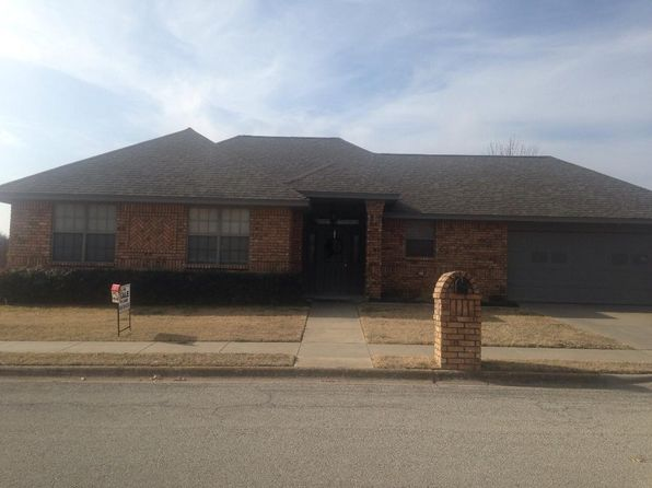 3 bed 2 bath Single Family at 704 Pillar St Bowie, TX, 76230 is for sale at 147k - 1 of 21