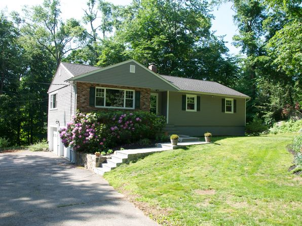 3 bed 2 bath Single Family at 382 Oscawana Lake Rd Putnam Valley, NY, 10579 is for sale at 399k - 1 of 14