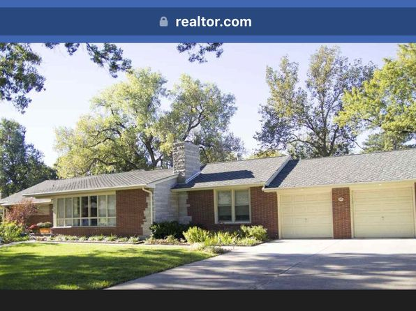 3 bed 3 bath Single Family at 315 Courtleigh St Wichita, KS, 67218 is for sale at 250k - google static map