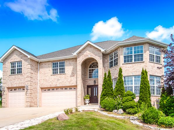 4 bed 5 bath Single Family at 5210 Harry Ct Crystal Lake, IL, 60014 is for sale at 424k - 1 of 72