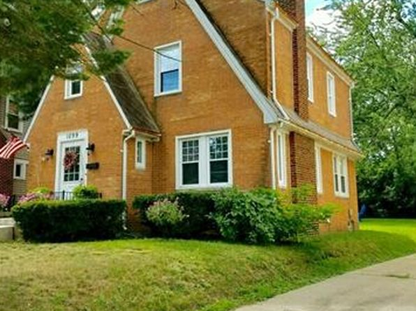 3 bed 1.5 bath Single Family at 1099 Berkley Ave Pontiac, MI, 48341 is for sale at 85k - 1 of 12
