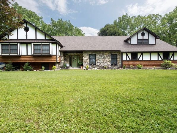 4 bed 2 bath Single Family at 8 Walnut Hill Rd Warwick, NY, 10990 is for sale at 540k - 1 of 30