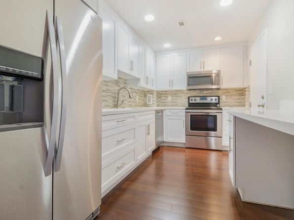 1 bed 2 bath Condo at 90 Edgewater Dr Coral Gables, FL, 33133 is for sale at 285k - 1 of 28
