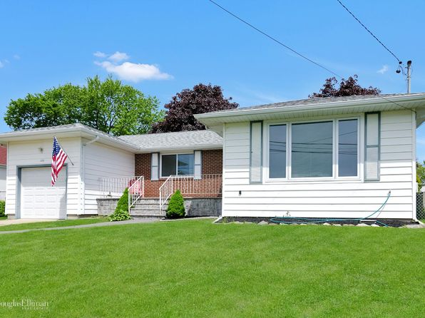 2 bed 1 bath Single Family at 120 E Belle Terre Ave Lindenhurst, NY, 11757 is for sale at 309k - 1 of 13