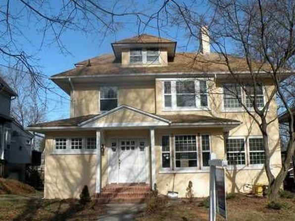 4 bed 2.5 bath Single Family at 354 Hamilton Pl Hackensack, NJ, 07601 is for sale at 289k - 1 of 2